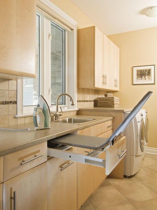 гладильная доска на кухне