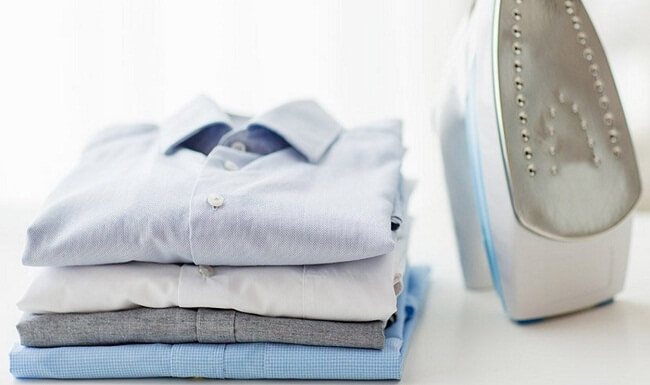 гладить белье утюгом
