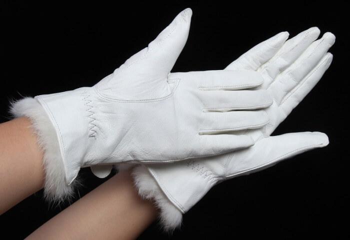 чистка белых перчаток