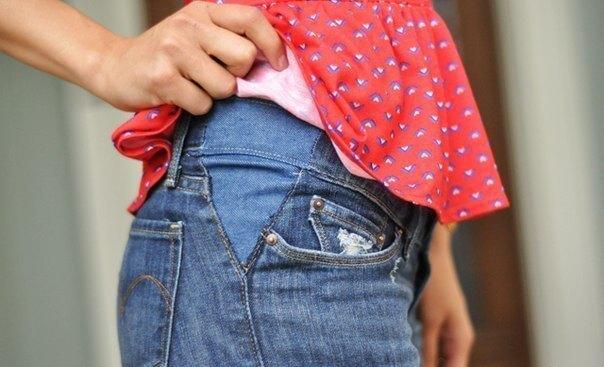 растяжка джинсов на боку