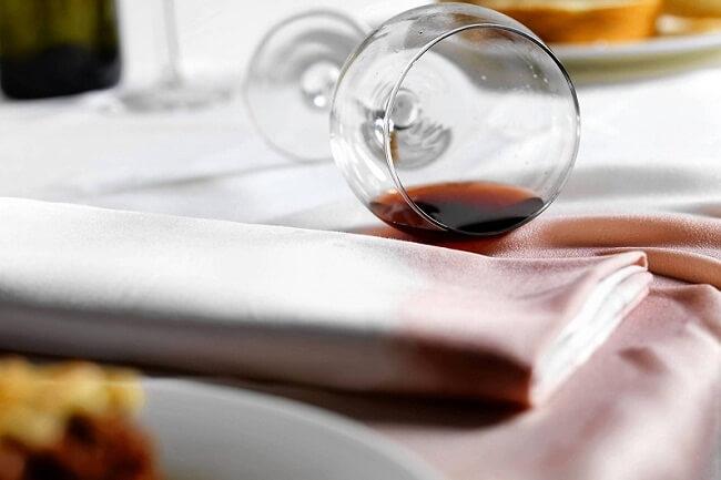 как удалить пятно от красного вина