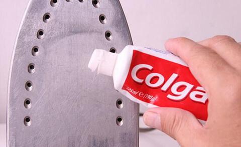 чиска подоошвы утюга зубной пастой