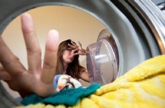 Как удалить неприятный запах пота с одежды под мышками: рецепты и средства